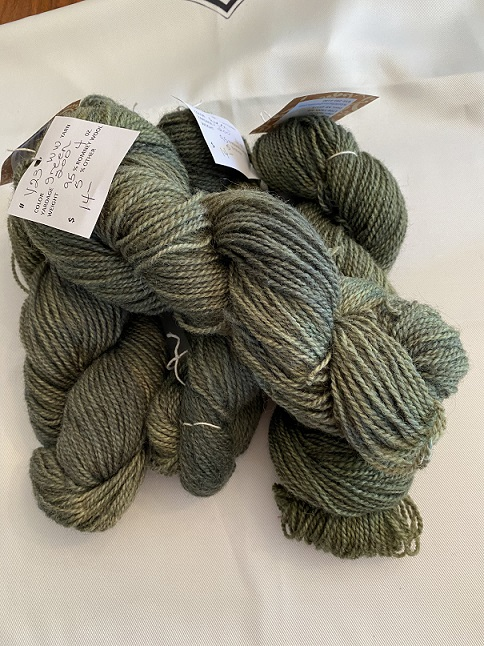 WORSTED WEIGHT YARN-GREEN